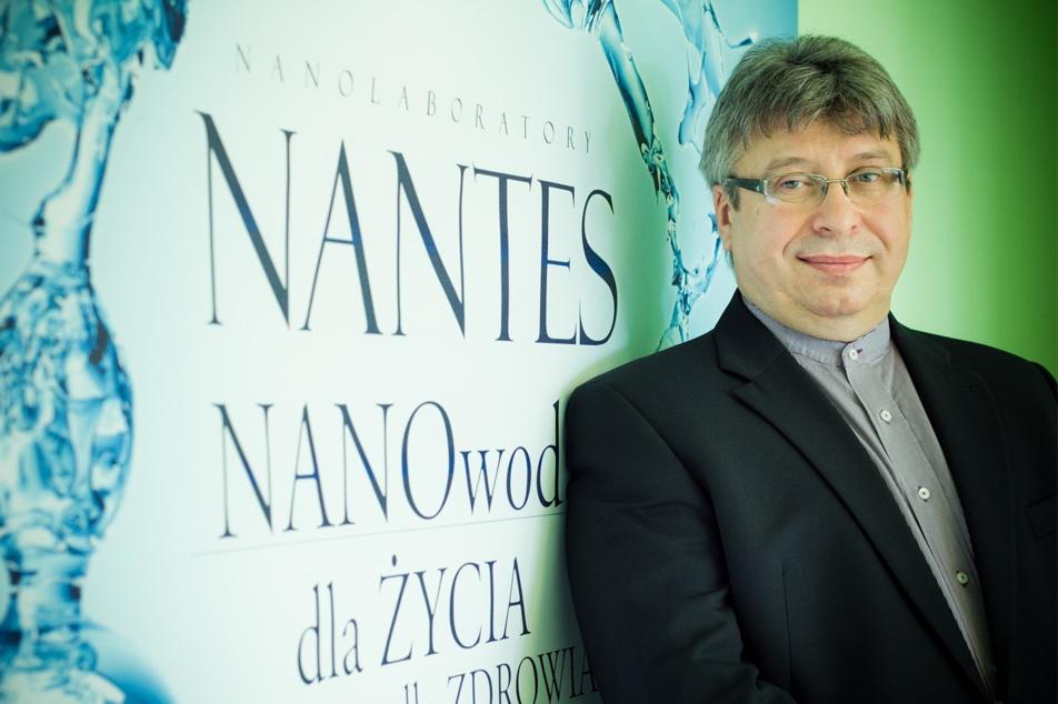 Sztuczna ślina z Nanowodą Nantes i nanocząsteczkami złota