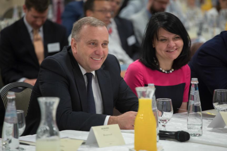 Prezentacja osiągnięćNanolaboratory Nantes w Izraelu – Zdzisław Oszczęda z ministrem Grzegorzem Schetyną na Forum Biznesu Polska-Izrael w Tel Awiwie